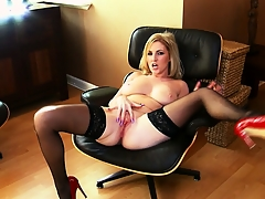 Georgie is a lubricious blonde bimbo in the air wonderful chubby breasts